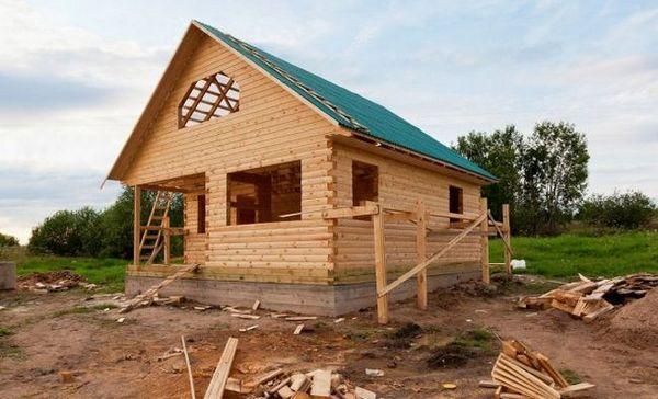 Ako postaviť rozpočtový dom z dreva: protikrízové riešenie