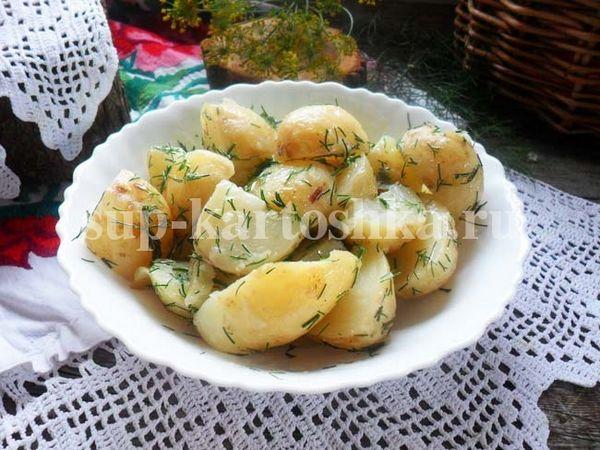 Cartofi tineri cu mărar și unt