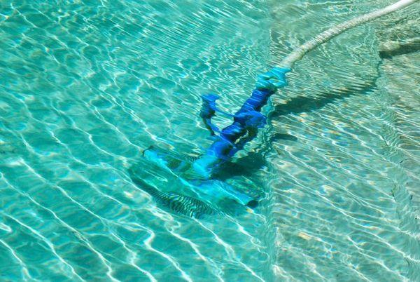 De ce apa din piscina exterioară devine verde și cum să o prevină? 6