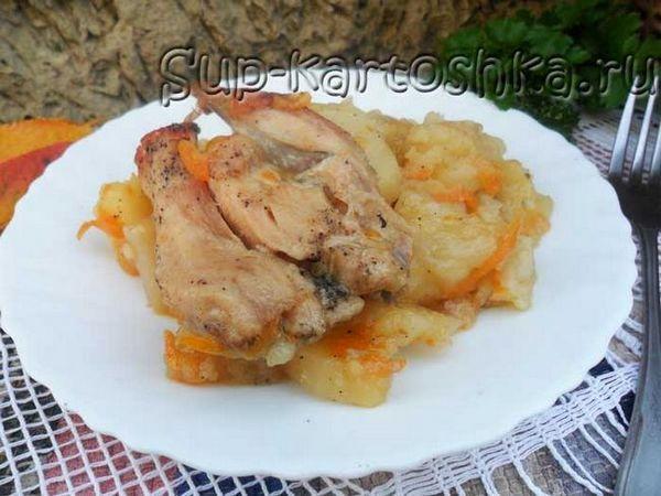 Cartofi înăbușiți într-o căldură cu pui
